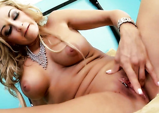 Latina Claudia Valentine gives a closeup of her disintegrate b fracture as A that babe masturbates