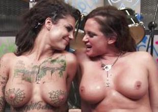 Rock babes Tory Lane coupled with Bonnie Rotten snag on