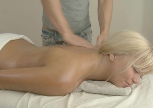 Hunk is driving sweetheart mad with sensual massage and shacking up