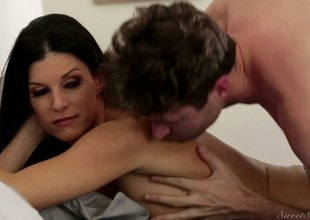 Flawless MILF with a victuals become available procurement drilled by a younger stud