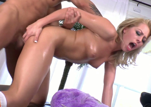 Ugly light-complexioned chick with great butt enjoys anal  beside doggystyle