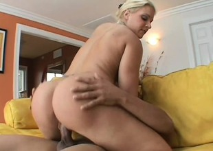 Glamorous peaches panther gets her clit tickled and cunt banged