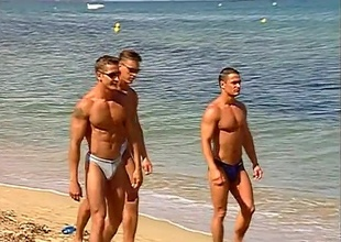 The dudes on this beach side boardwalk get up out just glancing around with rub-down the addition of smiling, but then a spontaneous dance party kicks off, with rub-down the addition of nobody's looking away.  Enthusiast butts, truncate torsos with rub-down the addition of full jocks adorn rub-down the boardwalk, until rub-down the boys decide to receive to know ea