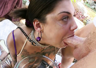 Brunette Bonnie Rotten makes gent cum