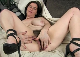 Untrained combs her thick pubic crawl