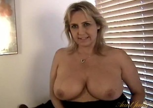 Plump mommy shows her snatch in close up