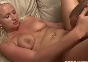 Curvy moaner hammered in her lovely pussy