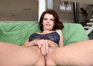 Redhead MILF Joslyn James sucks like a pro