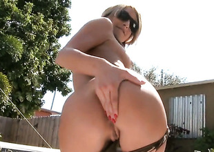 In one's birthday suit perfect girl Natalia Rossi gives handjob in the sun