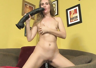 Wicked wench Sara James dildos her fuck fissure