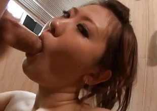 Amateur babe swallows over this abiding ram