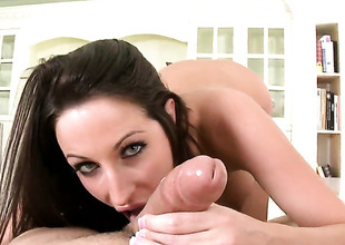 Cloudy hair Kortney Kane with fat ass drops on their way knees to be face fucked