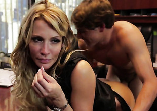 Jessica drake lets man insert his boner in her mouth