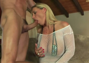 Just outr' big breasted blonde MILF enjoys sucking dig up with over-stimulation