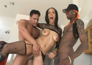 Black sexpot Alianna Love gets the big cock sedative