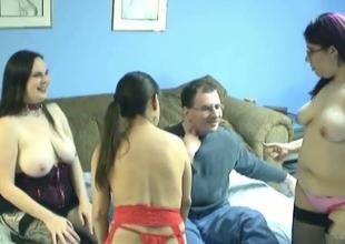 Nerdy midget goes lesbo encircling 2 chubby dilettante hotties