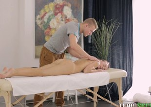 Dude distinctions chic a sensual back massage before feasting on her at the massage gaming-table