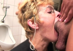 Voluptuous blonde mature slut sucking cock on put emphasize toilet