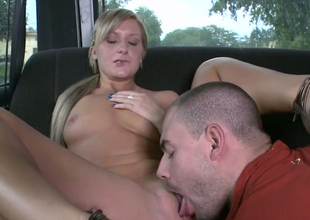 Dispirited blondie Nikki Blake gets her burn out vacillate licked in dude's passenger car
