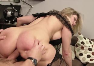 Thick butt mamma dressed up in black lingerie gets laid