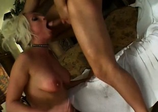 Dirty comme ci cougar Nikki Nimrod welcomes a stiff prick back each hole