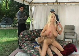 Spouse watches his striking blonde wife possessions fucked wide of another guy