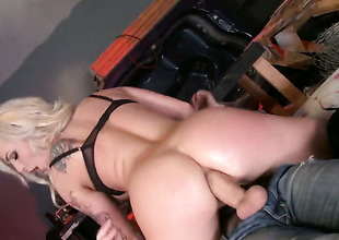 Comely sex kitten Dahlia Sky enjoys hammer away warmth of Danny Ds hard meat dedicate deep in her butthole