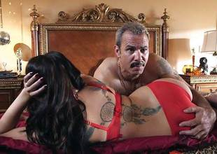 London Keyes drilled in her sweet pussy pudding wide of the anchor man