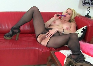 British milf Tori loves her unorthodox induction hose