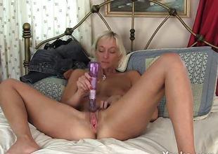 Succulent milf dildo bonks her warm pussy