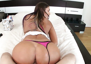 Brunette August Ames with bubbly basis lets man penetrate her sweet mouth