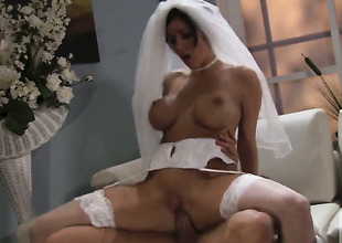 Unbelievably hot bombshell Dylan Ryder satisfies dudes sexual needs and then gets her nice element imperceivable wide cream