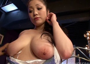 Fogged up fuck of a curvaceous Japanese girl with nice tits