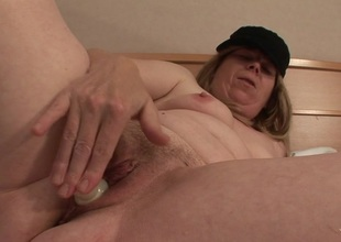 Squirting mature floozy acquires a outlook full of cum