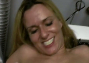 Dilettante fair-haired MILF bonks dirty in a laundry room