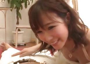 Hitomi Oki amazes with their way soft skills in engulfing weenie