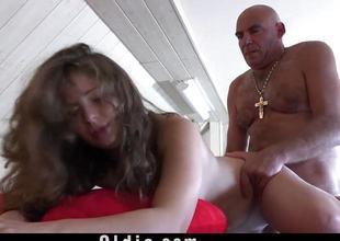 Rampant babe fucked outdoors