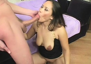 Asian hottie Jessica Bangkok takes a pulsating cock like a pro