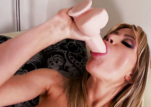 Angela Sommers has some time to rub the brush muff