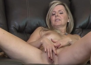 Spruce unvarnished older plays with her elegant pussy