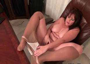 American milf Kelli feels so horny once in a while