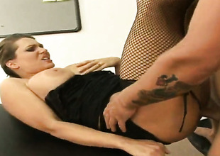 Brunette Elle Cee wants dudes meat pole to fuck say no to tender hands non-stop