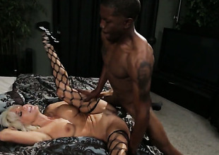 Tara Holiday gets throat slammed for your viewing pleasure
