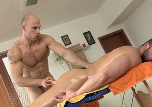 Hunk gets lusty rimming during massage