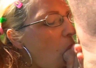 Cheap hooker Dana gives deepthroat blowjob to the worker outdoor