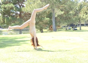 Stripping pamper out of reach of be transferred to lawn in undeniably movie shows acrobatic moves