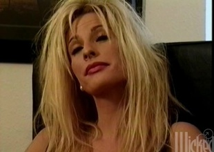 Blindfolded blond milf gets fucked abiding in MMF clip