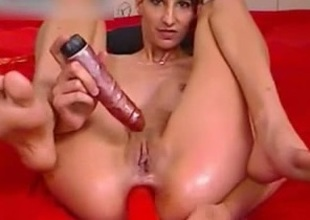 Regime brunette with oiled arse toys her bawdy cleft and anus simultaneously