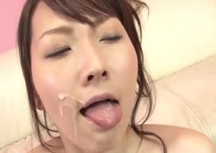Shiori Uta gets toys to inveigh against their way on one's beam-ends pussy