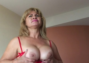 This is Cielito a sultry masturbating mature slut